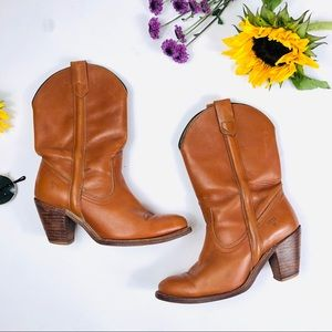FRYE Vintage 1970s/80s High Heeled Cowboy Boots 8